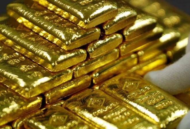 Chuyên gia Standard Chartered: Đà tăng của giá vàng chưa dừng lại - Ảnh 1.