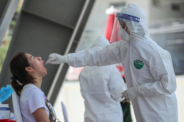 Hà Nội kêu gọi hơn 18.000 người đi từ Đà Nẵng về nhanh chóng làm xét nghiệm PCR - Ảnh 2.