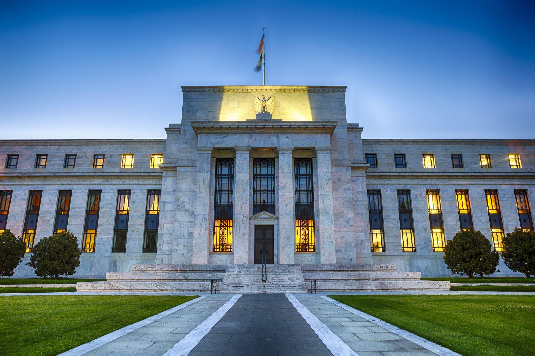 Fed: Dịch COVID-19 sẽ tiếp tục tác động nặng nề đến hoạt động kinh tế - Ảnh 1.