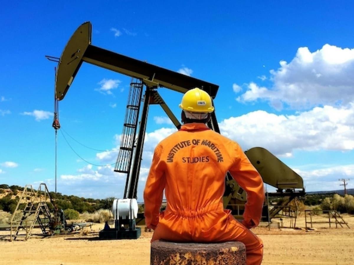 Giá xăng dầu hôm nay 21/8: Tồn kho tăng cao giá dầu tiếp tục giảm - Ảnh 1.