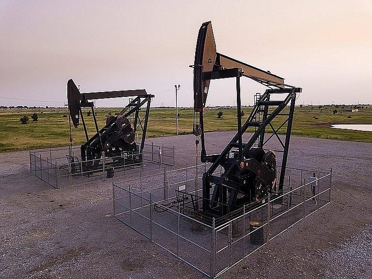 Giá xăng dầu hôm nay 22/8: Nhu cầu thị trường phục hồi chậm, giá dầu tiếp tục giảm - Ảnh 1.