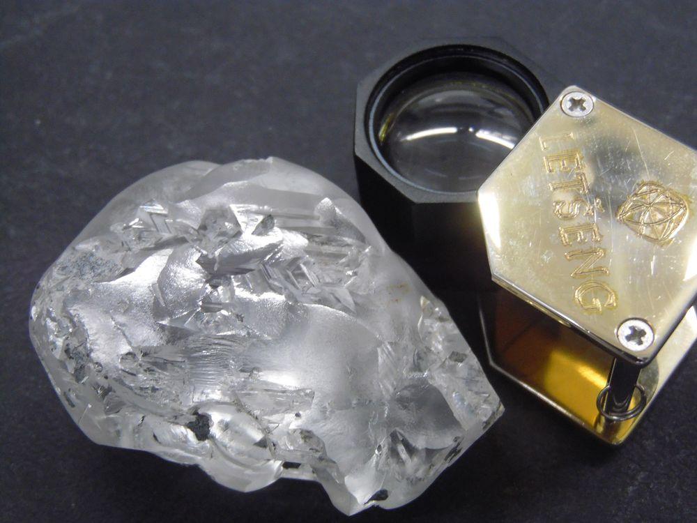 Phát hiện viên kim cương 442 carat ở châu Phi - Ảnh 1.