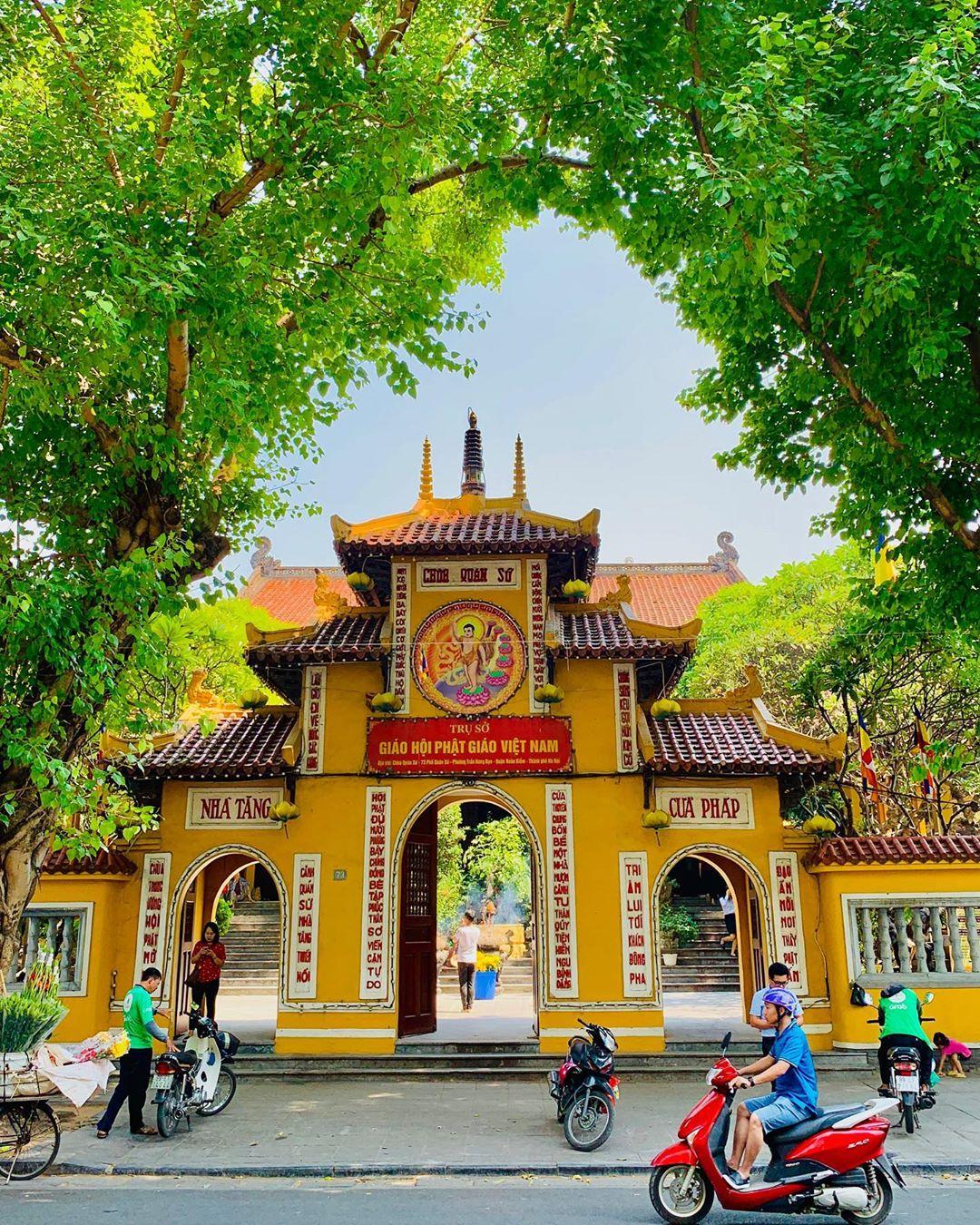 Nhân ngày Thất Tịch, cùng dạo quanh những ngôi chùa cầu duyên nổi tiếng nhất Hà Nội và Sài Gòn - Ảnh 6.