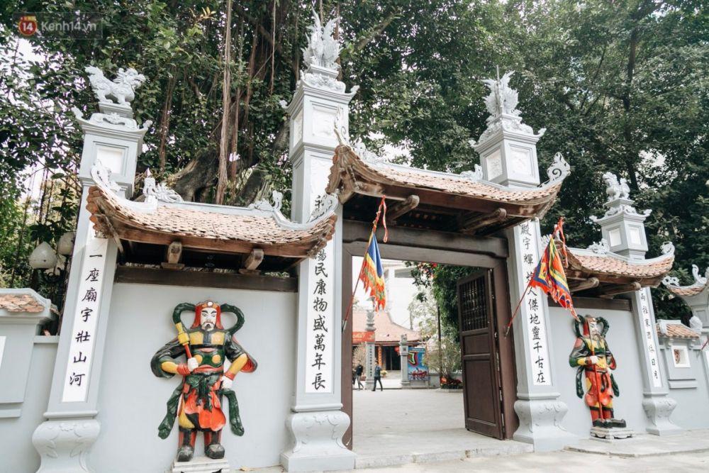 Nhân ngày Thất Tịch, cùng dạo quanh những ngôi chùa cầu duyên nổi tiếng nhất Hà Nội và Sài Gòn - Ảnh 1.