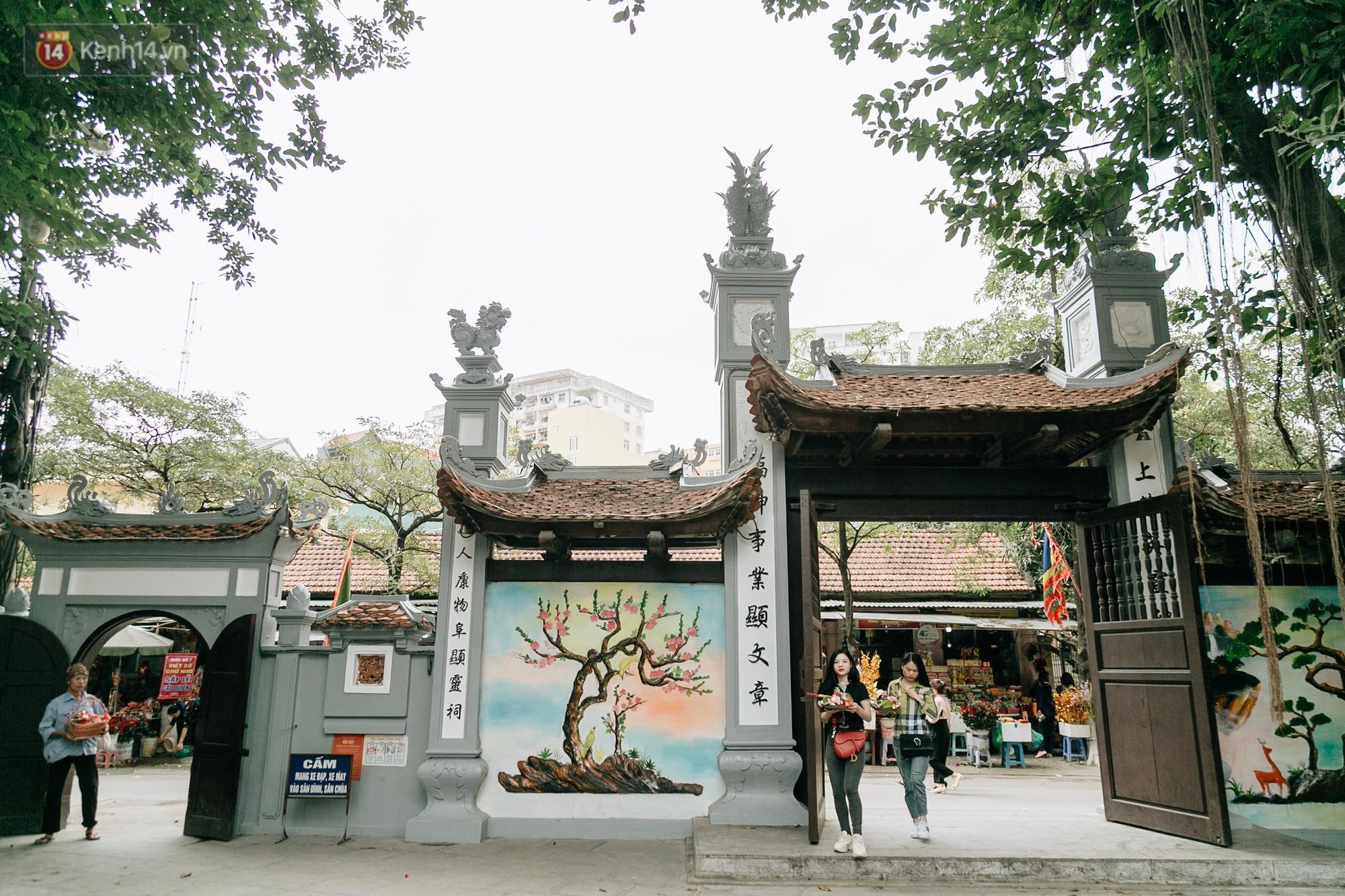 Nhân ngày Thất Tịch, cùng dạo quanh những ngôi chùa cầu duyên nổi tiếng nhất Hà Nội và Sài Gòn - Ảnh 3.