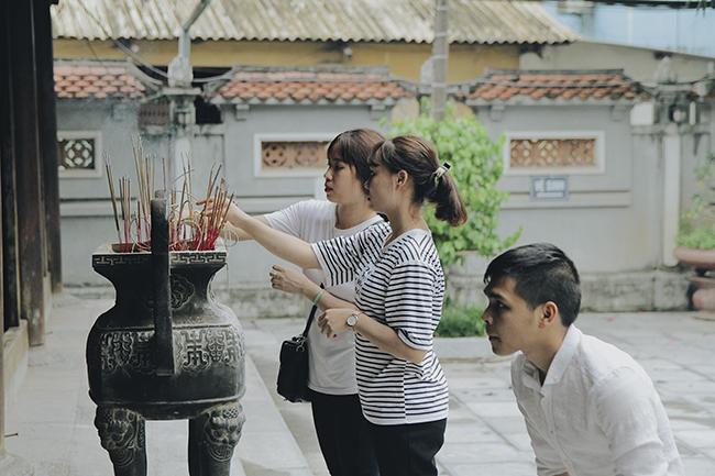 Nhân ngày Thất Tịch, cùng dạo quanh những ngôi chùa cầu duyên nổi tiếng nhất Hà Nội và Sài Gòn - Ảnh 2.