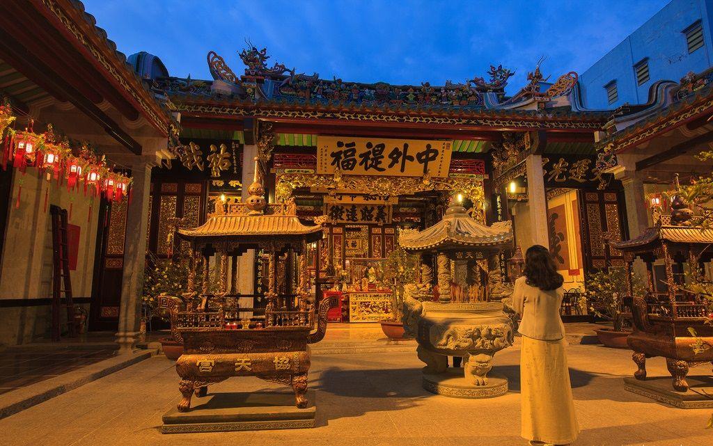 Nhân ngày Thất Tịch, cùng dạo quanh những ngôi chùa cầu duyên nổi tiếng nhất Hà Nội và Sài Gòn - Ảnh 13.