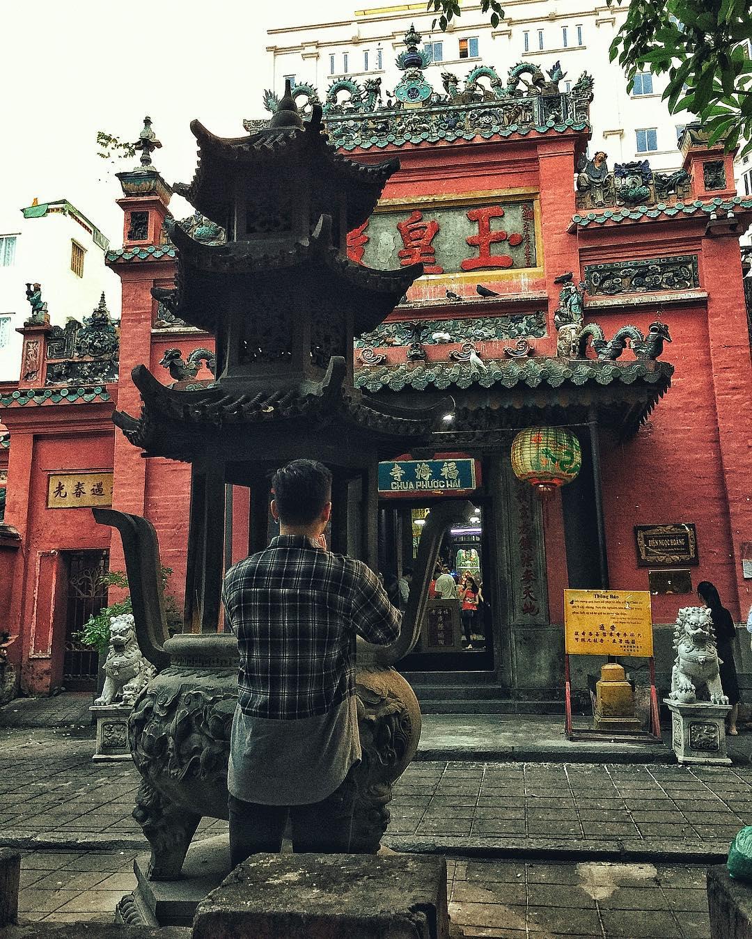 Nhân ngày Thất Tịch, cùng dạo quanh những ngôi chùa cầu duyên nổi tiếng nhất Hà Nội và Sài Gòn - Ảnh 10.