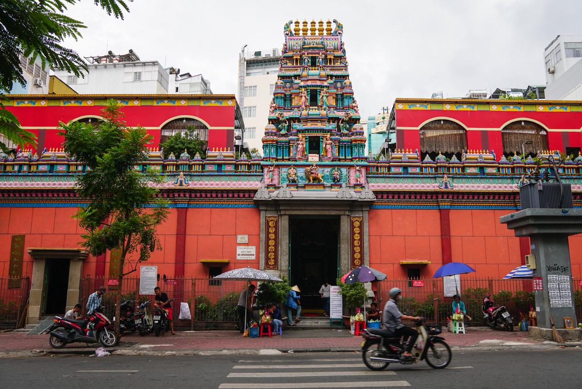 Nhân ngày Thất Tịch, cùng dạo quanh những ngôi chùa cầu duyên nổi tiếng nhất Hà Nội và Sài Gòn - Ảnh 9.