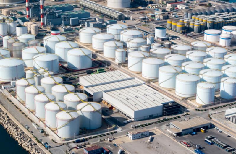 Giá xăng dầu hôm nay 27/8: Nhu cầu tiêu thụ thấp, giá dầu giảm trở lại - Ảnh 1.