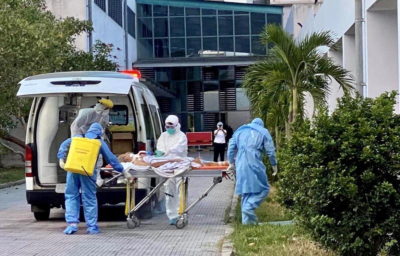 Bộ Y tế chi viện chuyên gia cho Quảng Nam, Huế điều trị các bệnh nhân Covid-19 nặng - Ảnh 1.