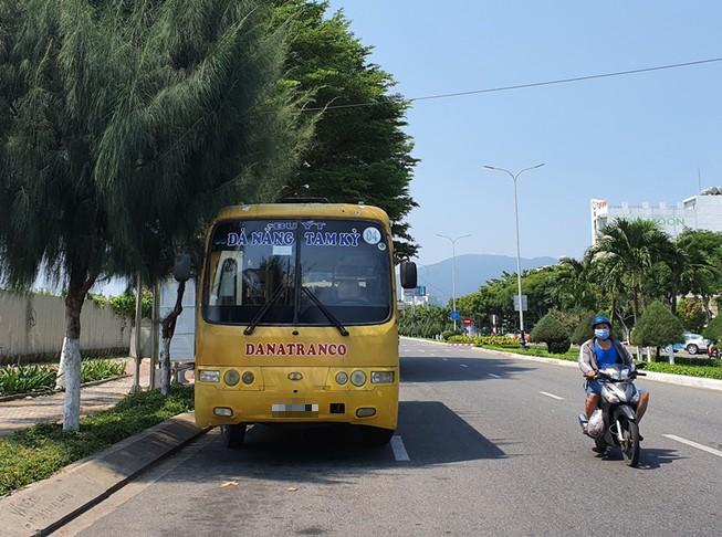 Thông báo khẩn tìm người đi chung xe buýt với BN 622 - Ảnh 1.