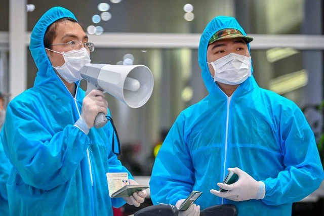 Bộ Y tế ra thông báo khẩn số 25 tìm người trên hai chuyến bay có bệnh nhân Covid-19 - Ảnh 1.