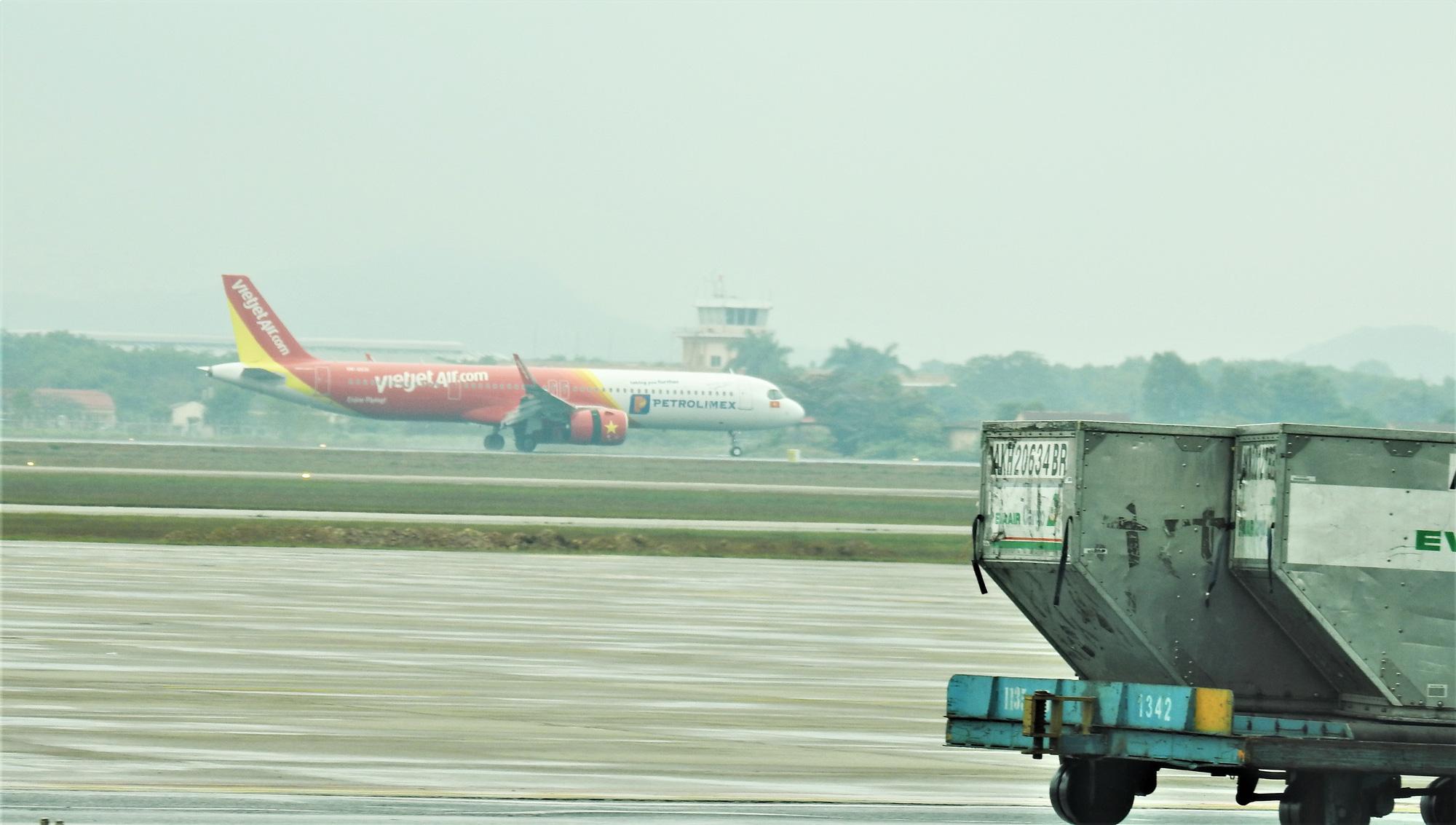 Mỗi ngày hàng không Việt Nam có 72 chuyến bay cất cánh chậm - Ảnh 1.