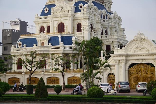 Tòa lâu đài hoành tráng của ông Ngô Văn Phát tại Hải Phòng. (Ảnh: An Nhiên/Dân Trí).