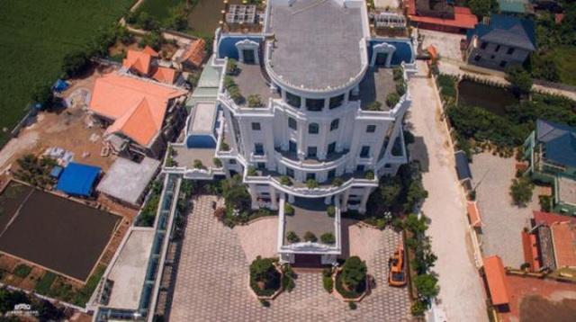 Tòa lâu đài có sân đỗ trực thăng của ông Phát tại Thái Bình. (Ảnh: Vietnamnet).