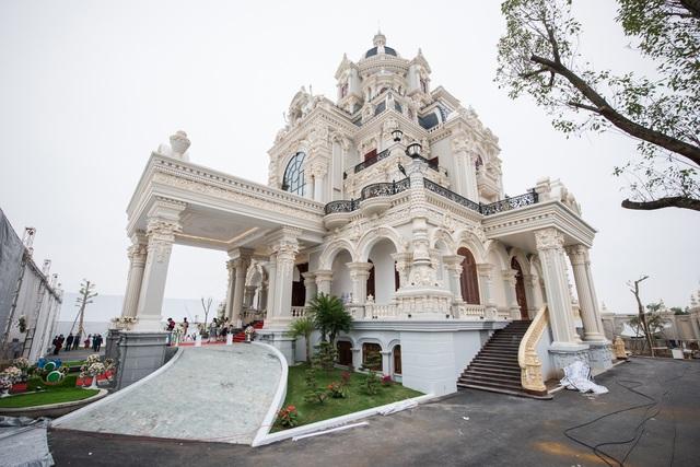 Tòa lâu đài 7 tầng của đại gia Trực Ninh, Nam Định. (Ảnh: Dân Trí).