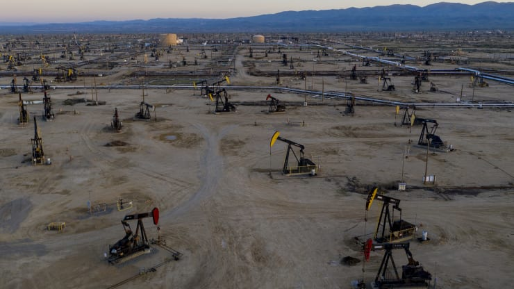 Giá xăng dầu hôm nay 15/9: Nhu cầu kinh tế bị đình trệ, giá dầu giảm trở lại - Ảnh 1.
