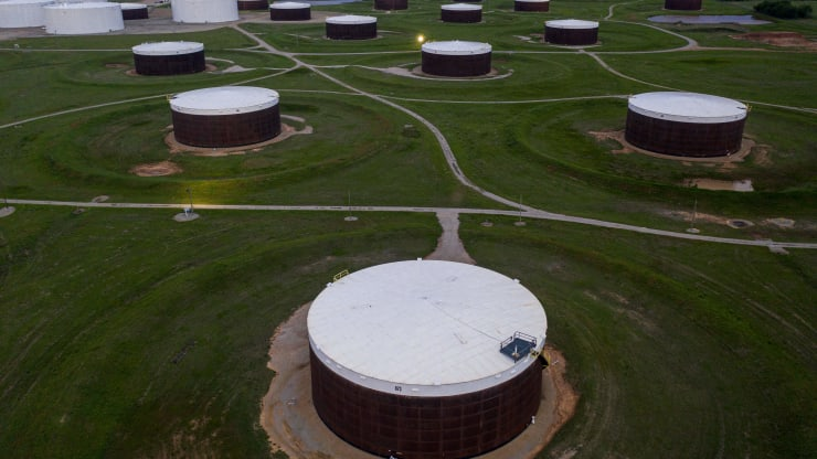 Giá xăng dầu hôm nay 17/9: Kho dự trữ dầu thô giảm, giá dầu tiếp tục tăng - Ảnh 1.