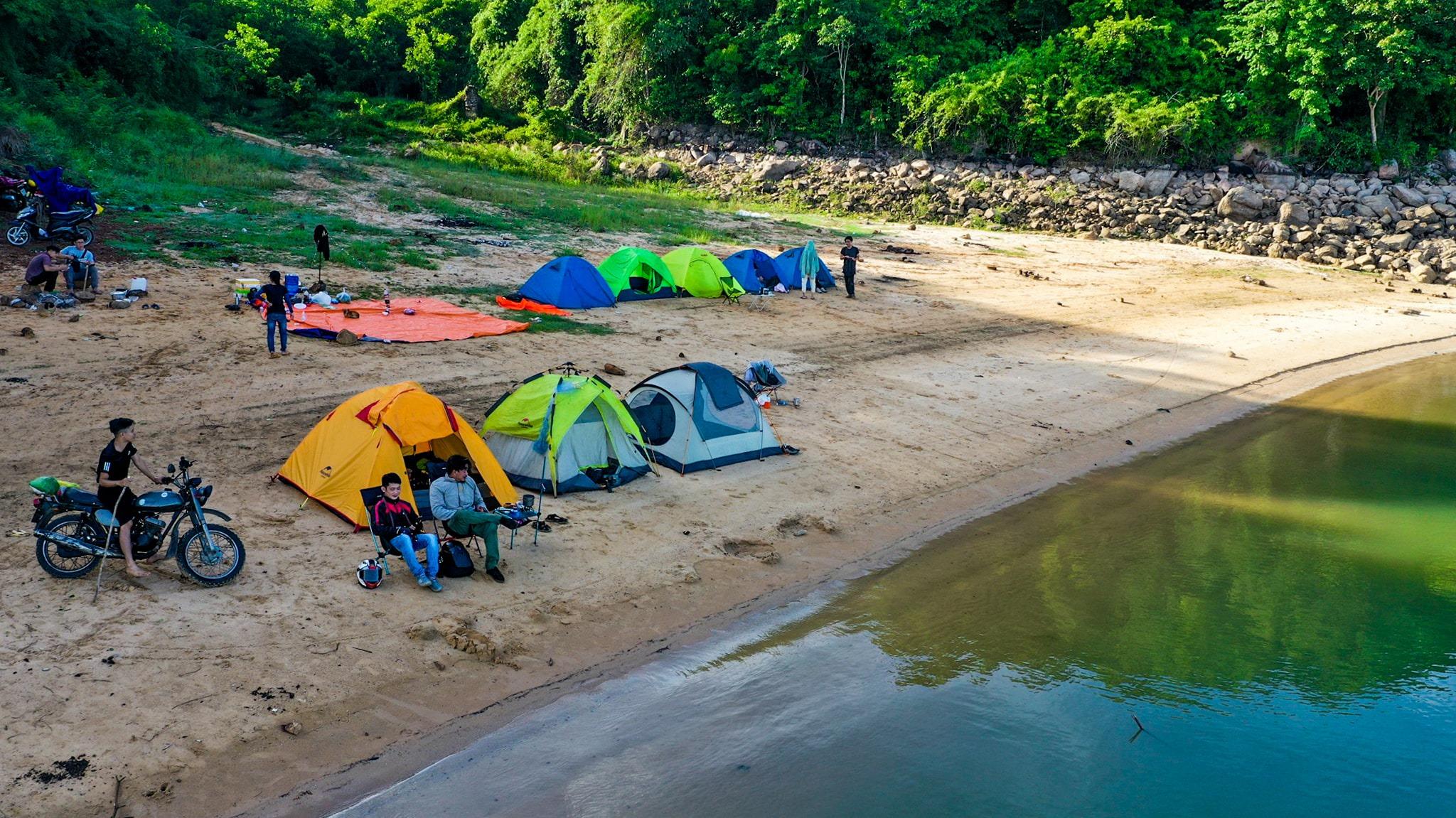 Đến hồ Dầu Tiếng, chiêm ngưỡng cảnh đẹp hút hồn tại địa điểm cắm trại hot nhất Tây Ninh  - Ảnh 2.
