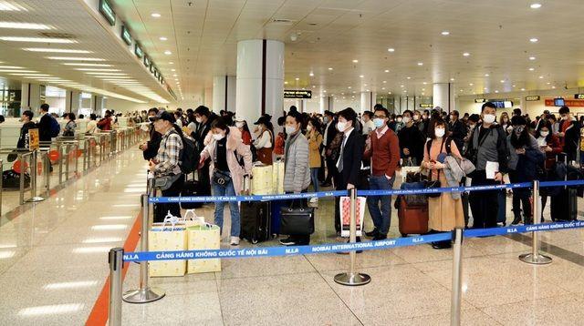 Mở lại đường bay quốc tế, du khách Việt có được xuất ngoại? - Ảnh 1.