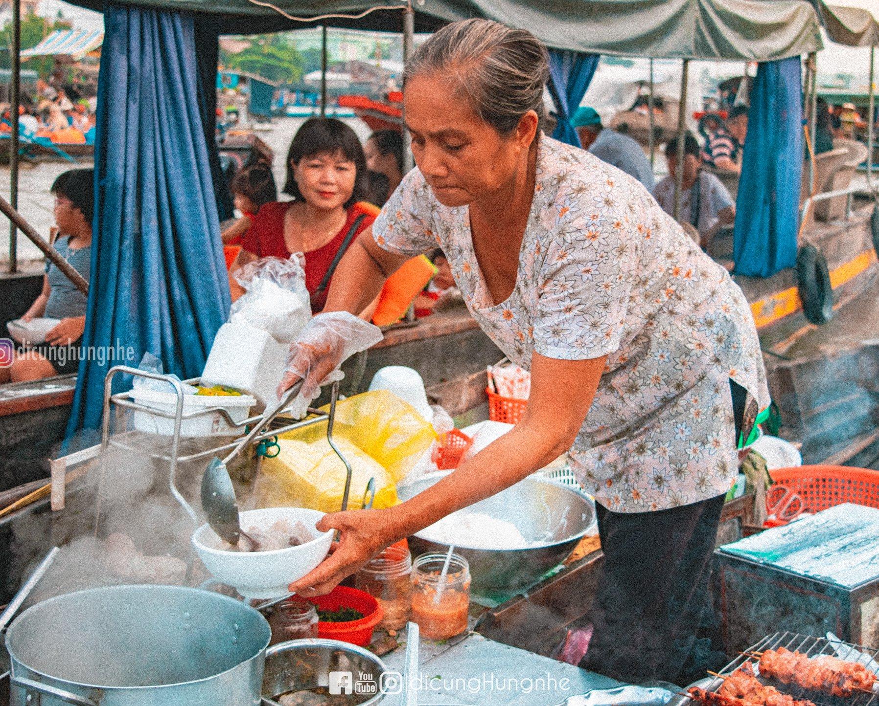 Một ngày lênh đênh tại chợ nổi Cái Răng  - Ảnh 7.