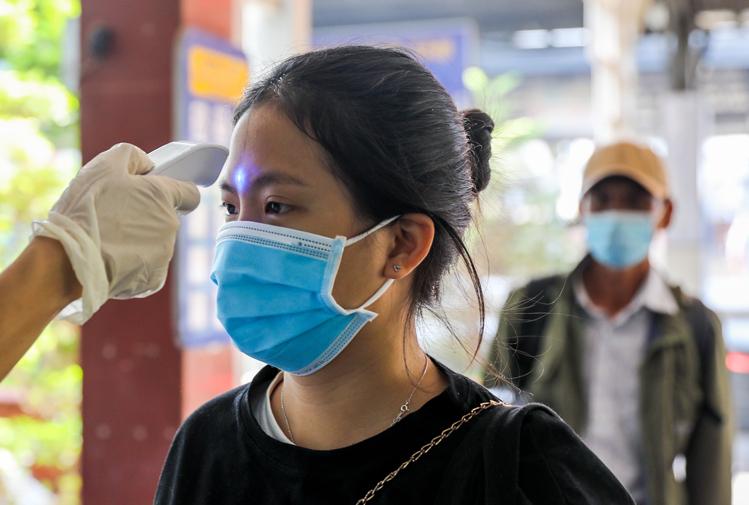 Mở lại đường bay quốc tế, du khách Việt có được xuất ngoại? - Ảnh 2.
