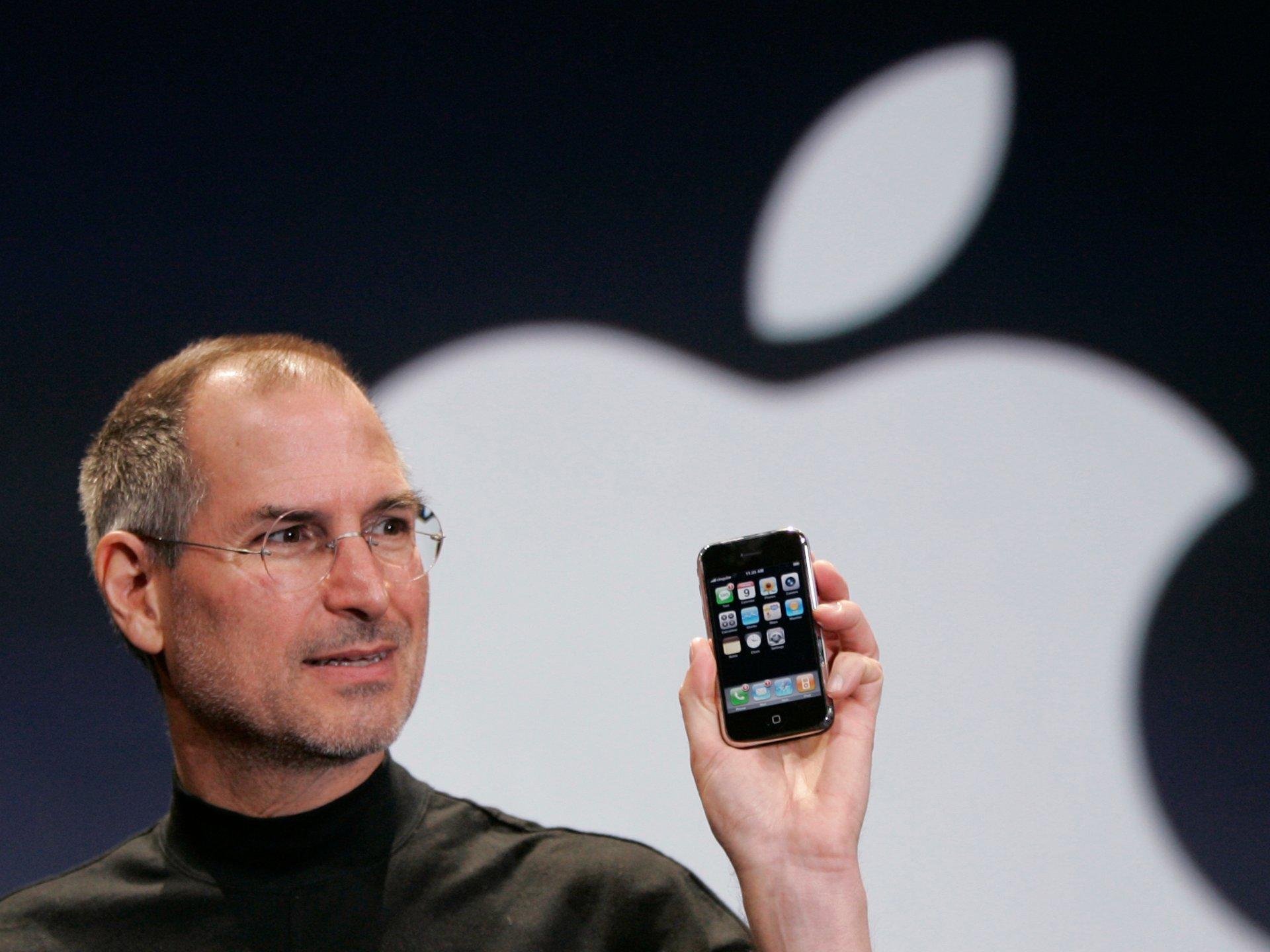 Nhìn lại những lần ra mắt ấn tượng của iPhone - Ảnh 3.