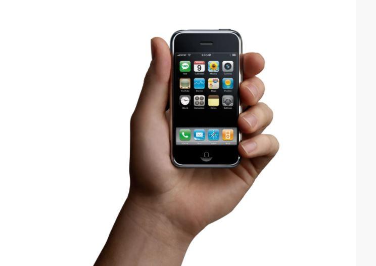 Nhìn lại những lần ra mắt ấn tượng của iPhone - Ảnh 1.