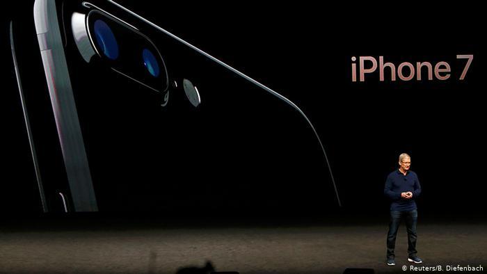 Nhìn lại những lần ra mắt ấn tượng của iPhone - Ảnh 9.