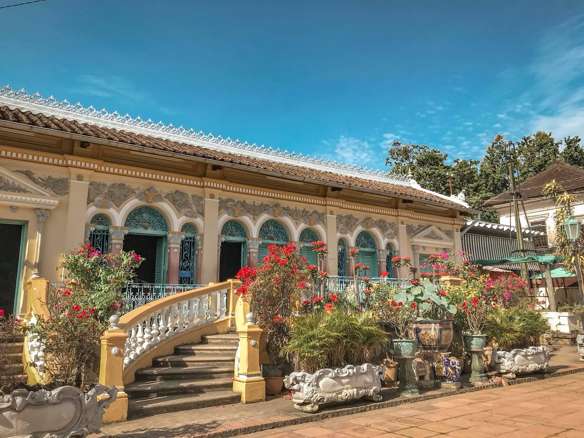 Vẻ đẹp nhà cổ Bình Thủy, địa điểm tham quan trăm tuổi tại Cần Thơ  - Ảnh 5.