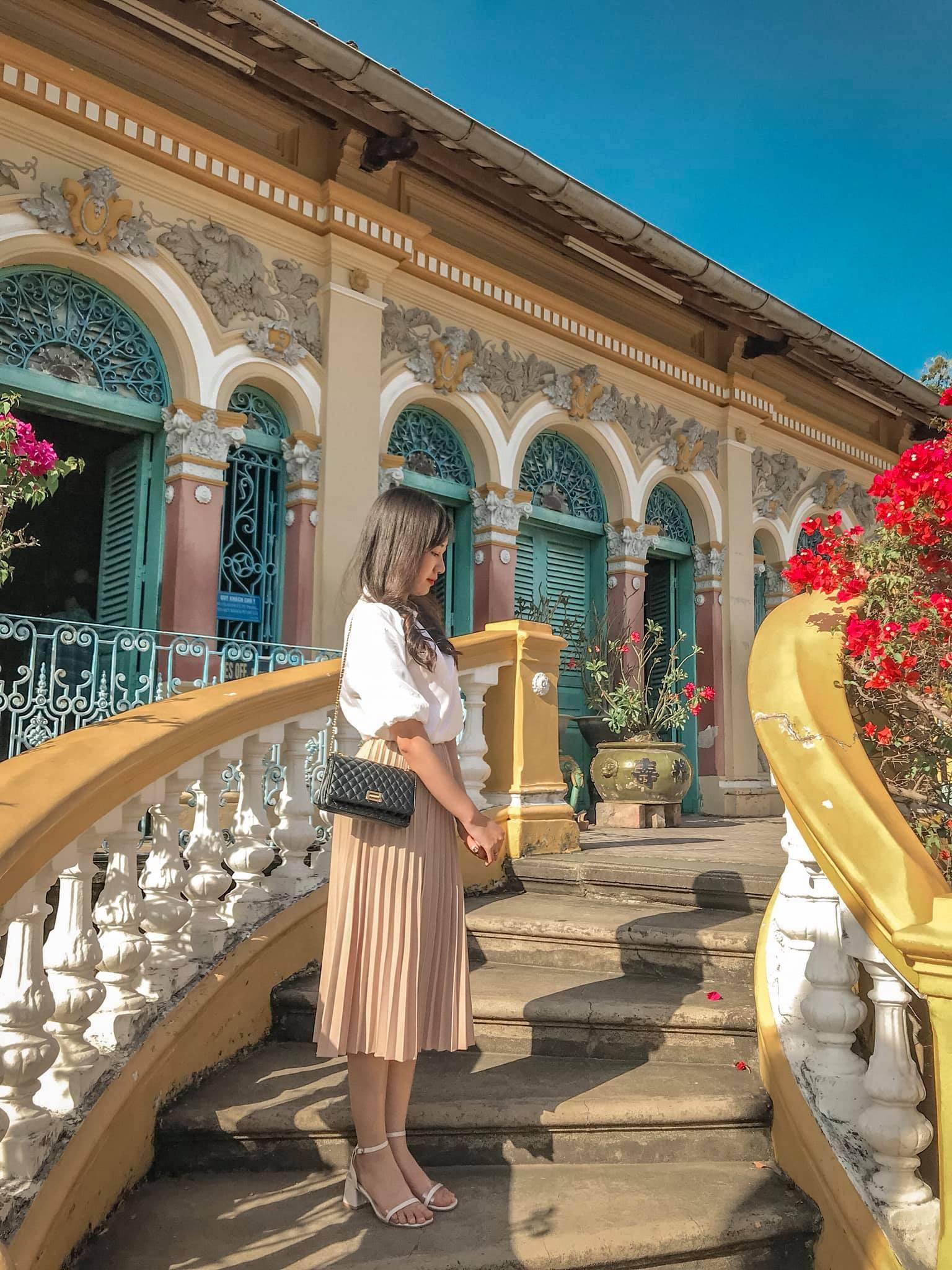 Vẻ đẹp nhà cổ Bình Thủy, địa điểm tham quan trăm tuổi tại Cần Thơ  - Ảnh 2.