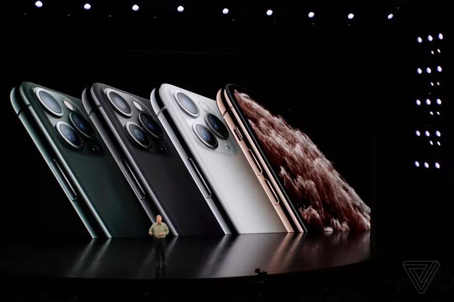 Nhìn lại những lần ra mắt ấn tượng của iPhone - Ảnh 12.