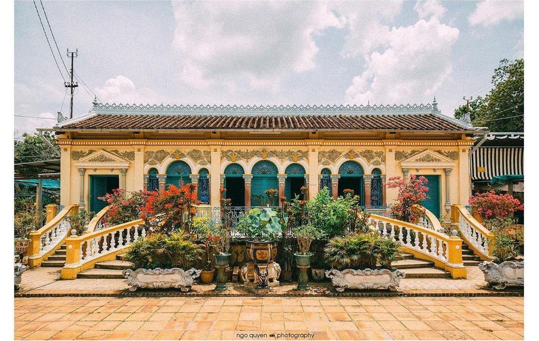 Vẻ đẹp nhà cổ Bình Thủy, địa điểm tham quan trăm tuổi tại Cần Thơ  - Ảnh 1.