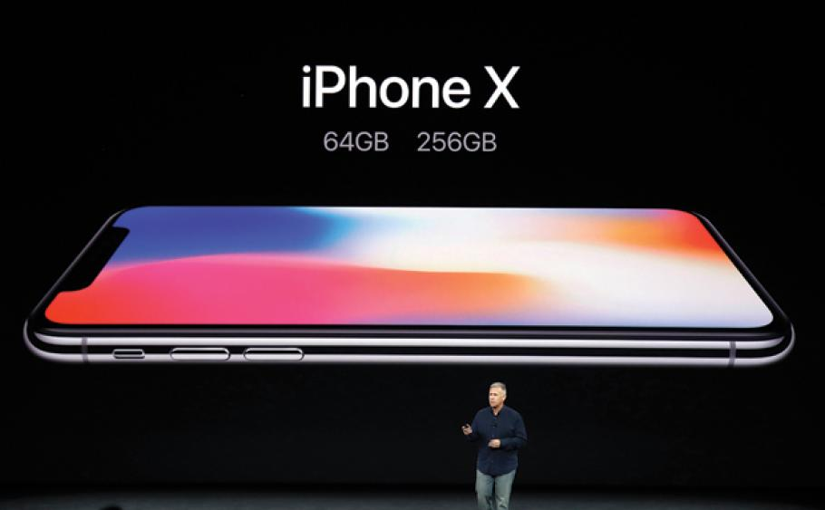 Nhìn lại những lần ra mắt ấn tượng của iPhone - Ảnh 10.
