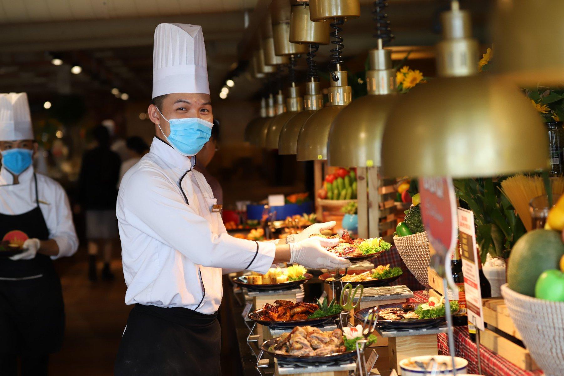 Nhân ngày trở lại, Bà Nà Hills tặng vé buffet trưa khi mua vé cáp treo  - Ảnh 5.