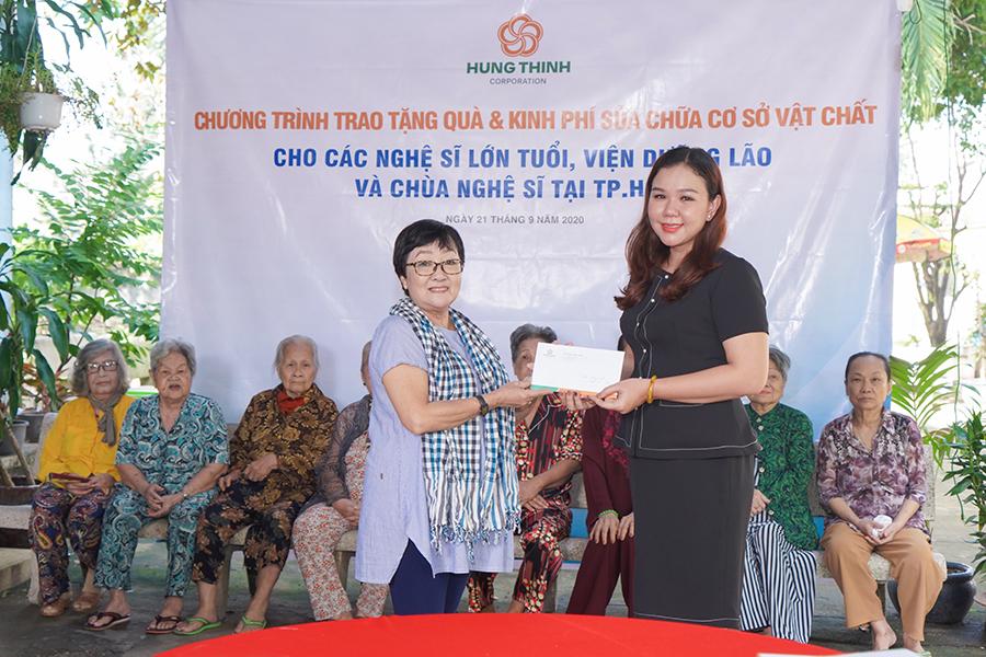 Tập đoàn Hưng Thịnh mang yêu thương đến viện dưỡng lão nghệ sĩ và chùa Nghệ sĩ TP HCM - Ảnh 2.