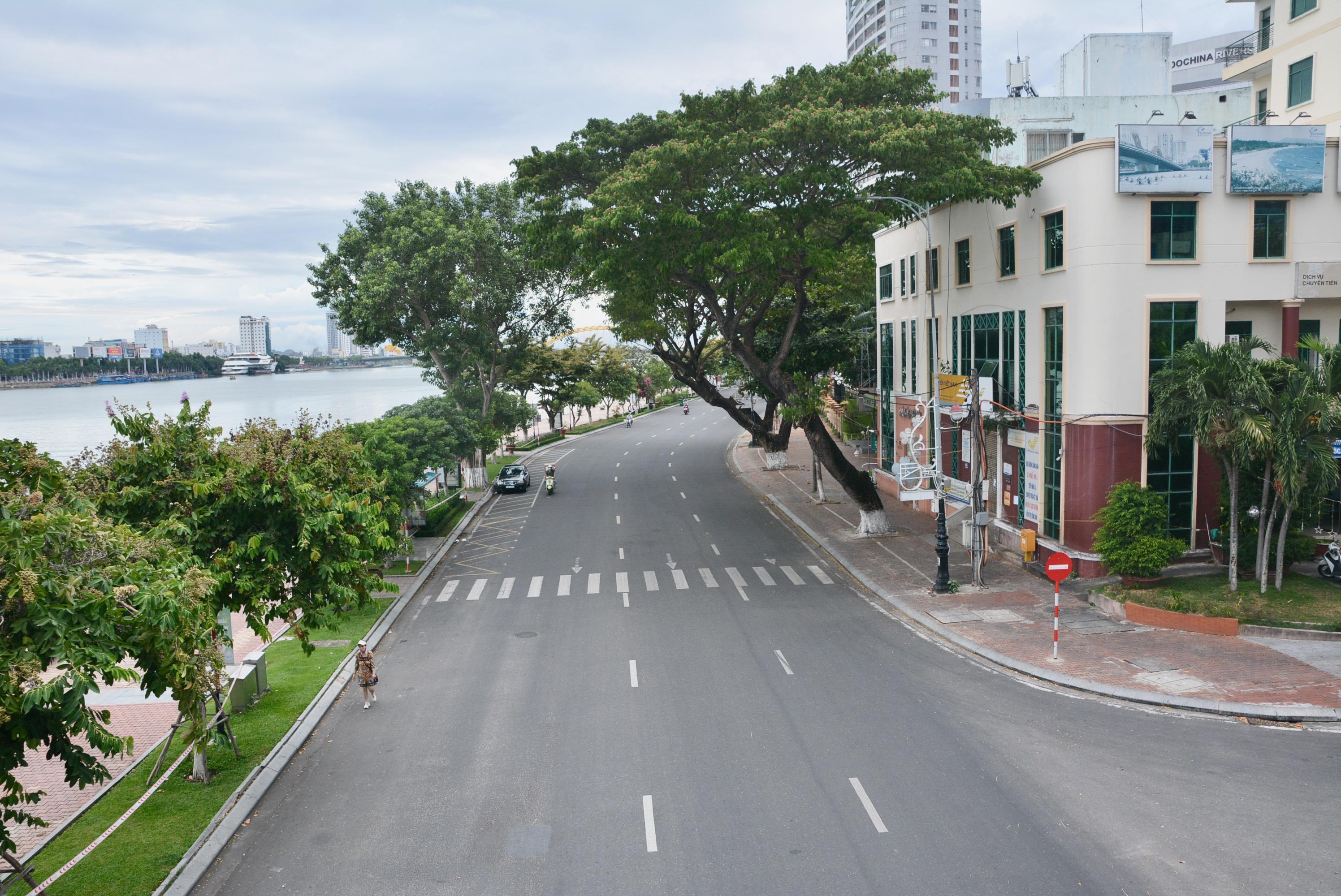 Đà Nẵng dừng triển khai ứng dụng thu phí sử dụng tạm thời lòng đường, hè phố để đỗ ô tô - Ảnh 1.