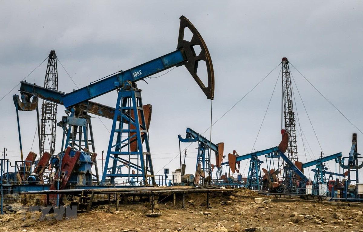 Giá xăng dầu hôm nay 28/9: Nhu cầu tiêu thụ giảm, giá dầu tiếp tục giảm - Ảnh 1.