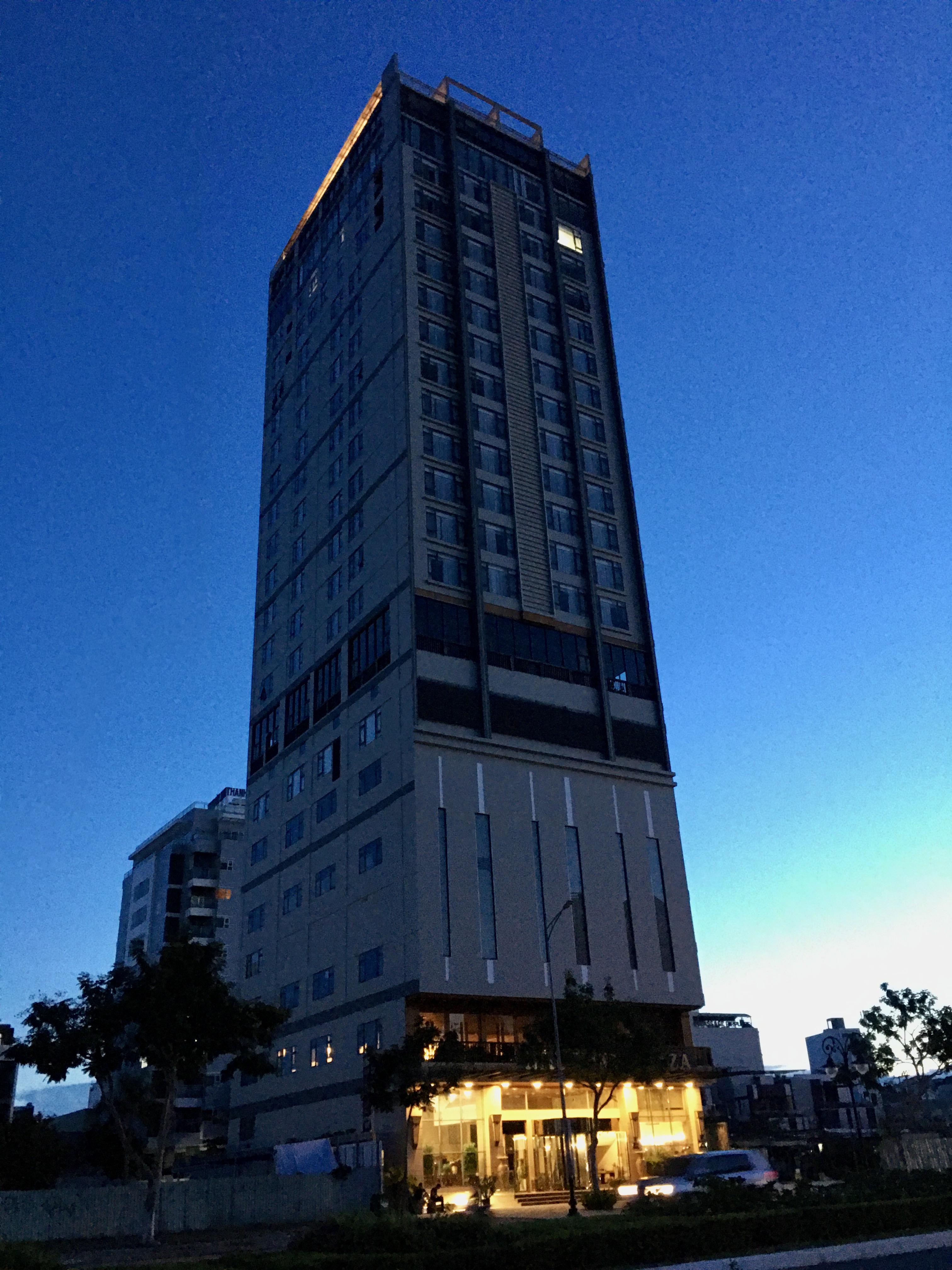 Phố khách sạn Đà Nẵng 'tối đèn', rao bán hàng trăm tỉ đồng - Ảnh 8.