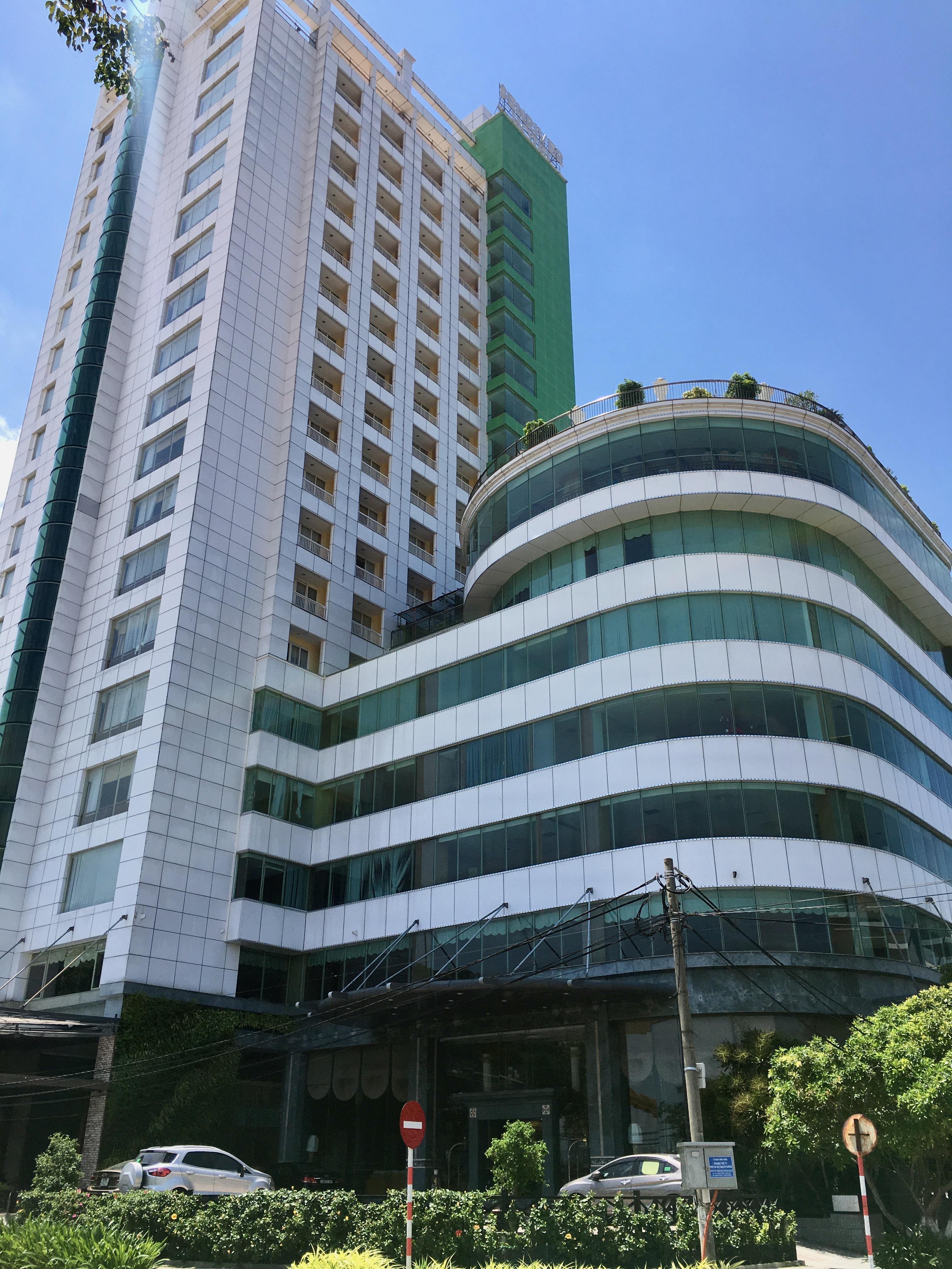 Phố khách sạn Đà Nẵng 'tối đèn', rao bán hàng trăm tỉ đồng - Ảnh 20.