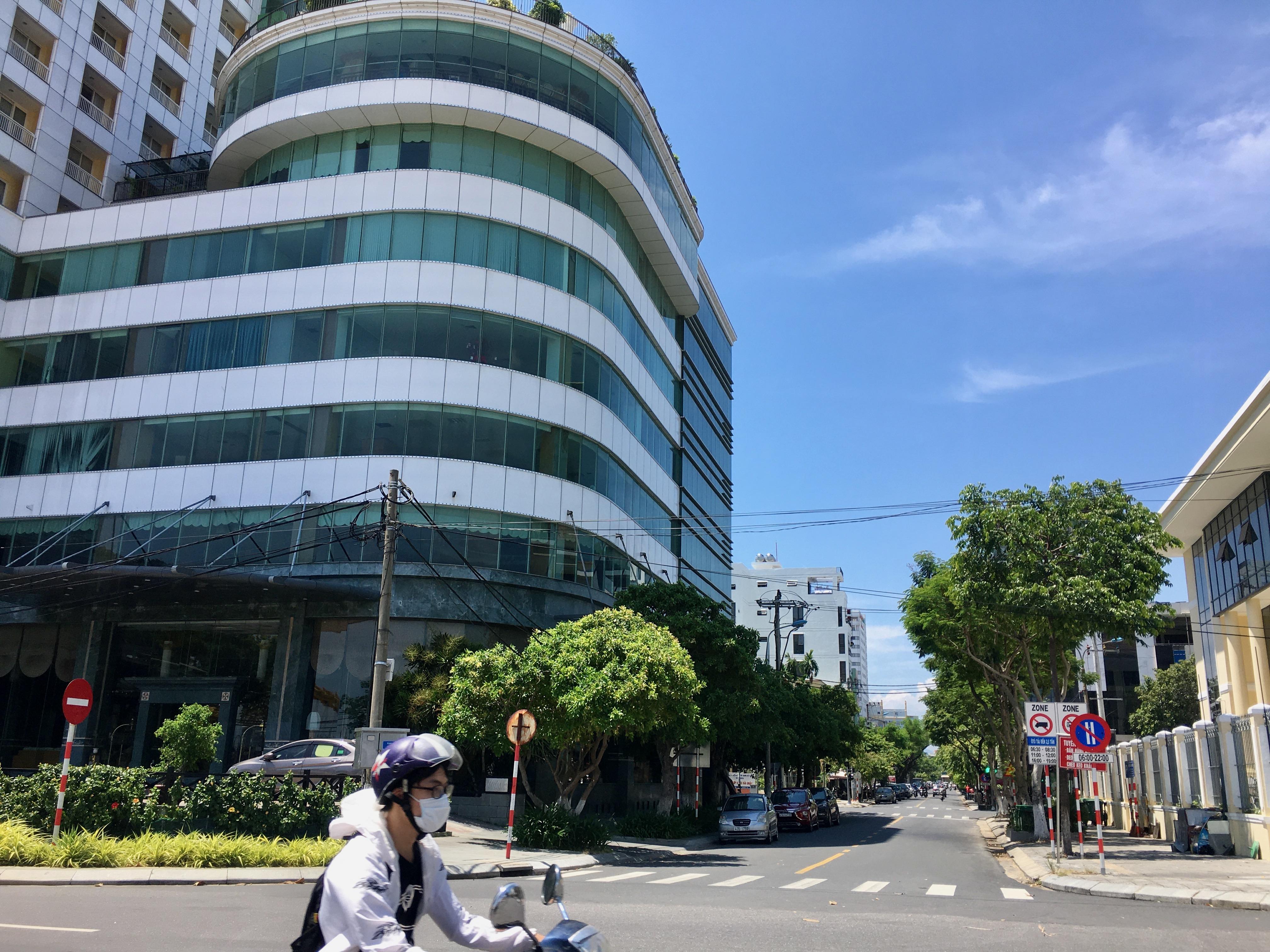 Phố khách sạn Đà Nẵng 'tối đèn', rao bán hàng trăm tỉ đồng - Ảnh 19.