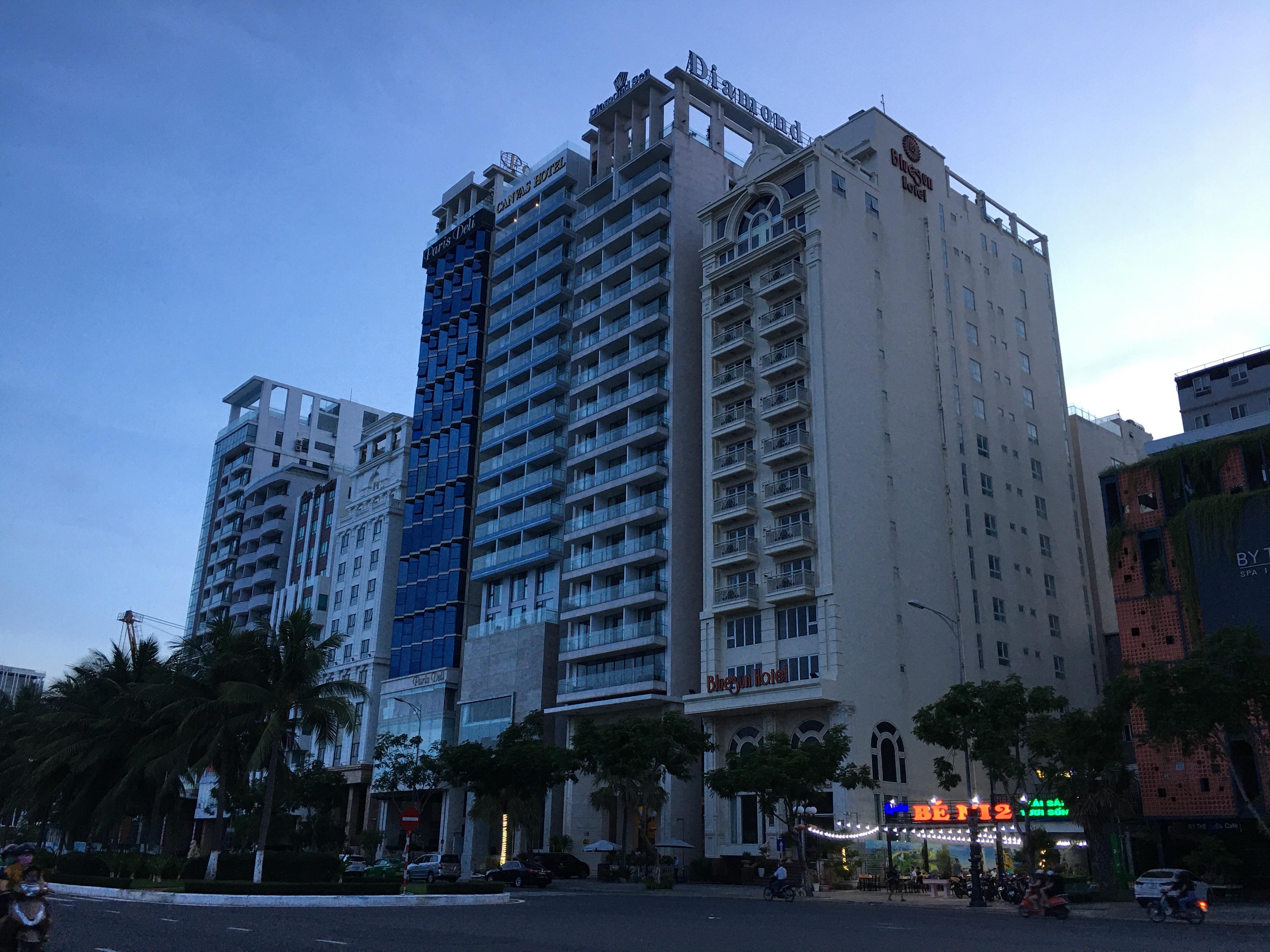 Phố khách sạn Đà Nẵng 'tối đèn', rao bán hàng trăm tỉ đồng - Ảnh 17.
