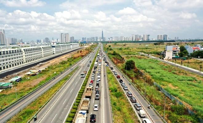Khu Đông TP HCM 'phá kén' nhờ những cú hích hạ tầng - Ảnh 4.