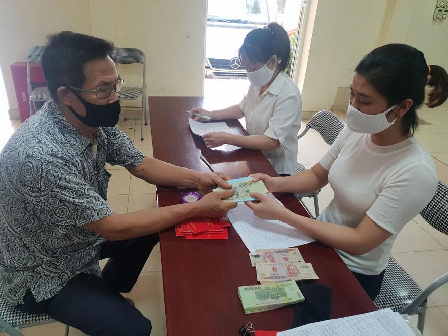 Đà Nẵng tiếp tục chi hơn 69,2 tỉ đồng hỗ trợ người dân khó khăn do dịch COVID-19 lần hai - Ảnh 1.