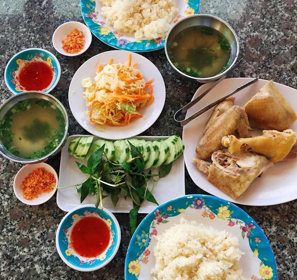 Giữa Phan Rang đầy nắng và gió, thưởng thức món cơm gà thanh mát, thơm ngon - Ảnh 7.