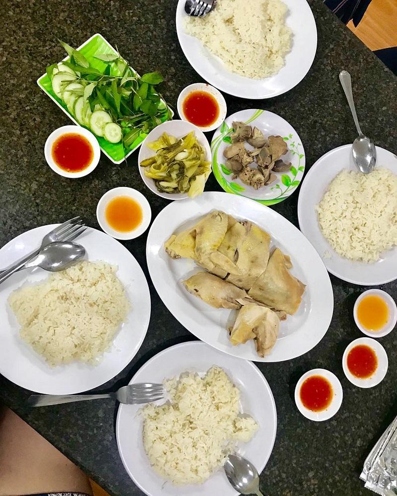 Giữa Phan Rang đầy nắng và gió, thưởng thức món cơm gà thanh mát, thơm ngon - Ảnh 4.