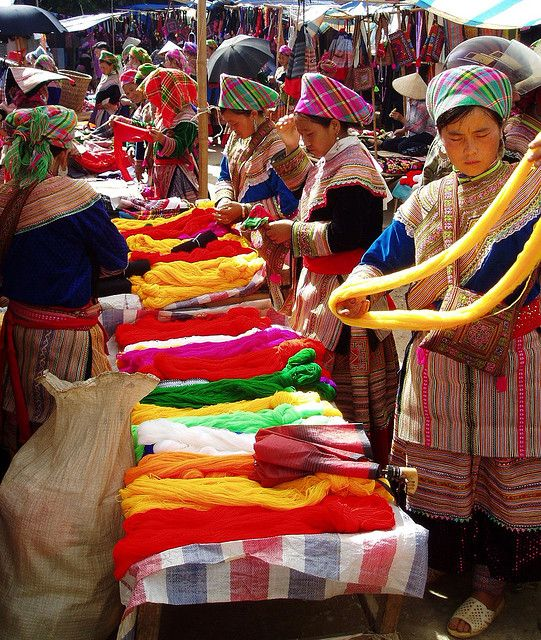 Ghé chợ Đồng Văn, Hà Giang ăn thắng cố mới đúng chất đặc sản người H'Mông - Ảnh 1.