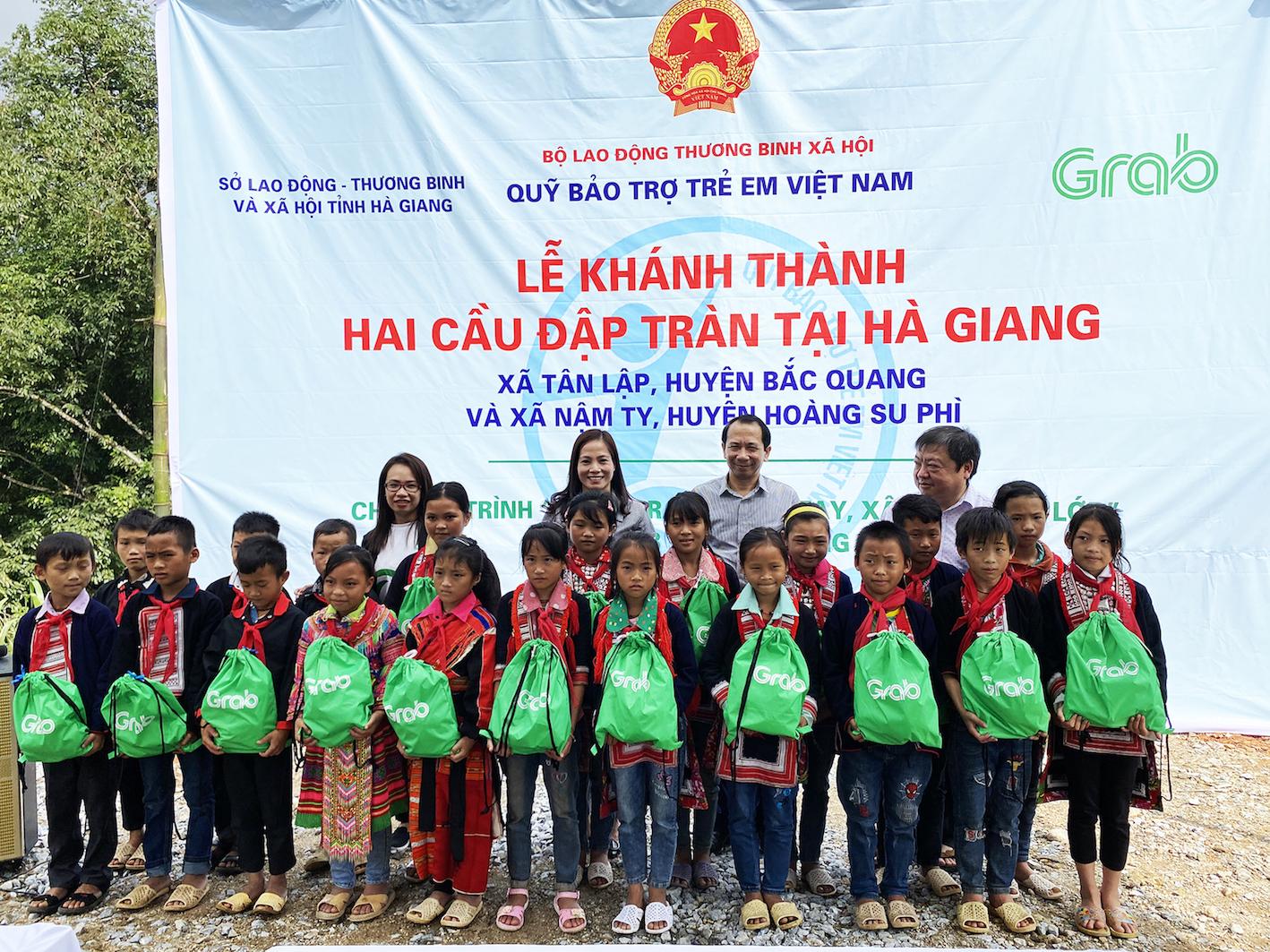 Khánh thành hai công trình cầu đập tràn tại Hà Giang trị giá gần 2 tỉ đồng do Grab và người dùng đóng góp - Ảnh 2.