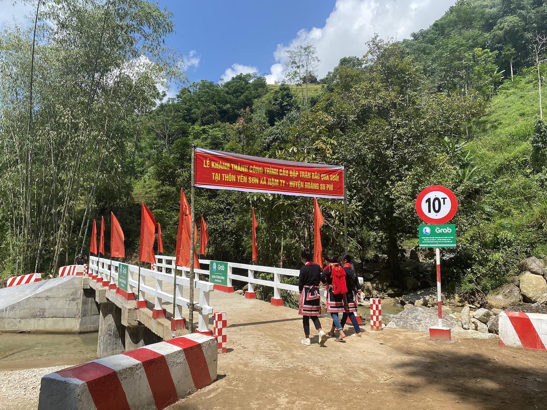 Khánh thành hai công trình cầu đập tràn tại Hà Giang trị giá gần 2 tỉ đồng do Grab và người dùng đóng góp - Ảnh 1.